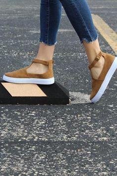 sneaker-qupid_grande_ba92e089-4e0e-4f8d-b2d8-abb6b12623b9.jpg 400×600 pixels