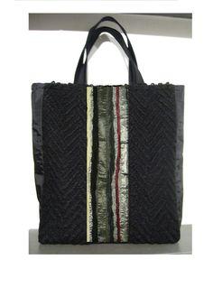 Shopper nera  borsa in tessuto tecnico  e lana  di BAGSaraGui