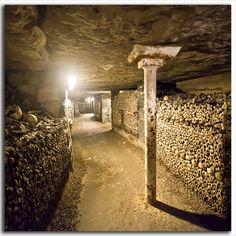 Les catacombes de Paris sont monstrueux, mais fascinant. Ils ne sont pas un endroit que je veux visiter la nuit!