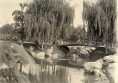 Lago e ponte em arco na praça da República c.1910 Vincenzo Pastore / Brasiliana Fotografica