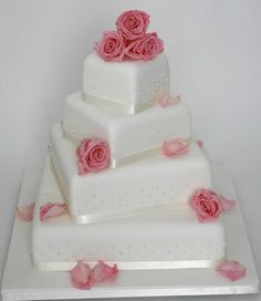Svatební dort s růžičkami