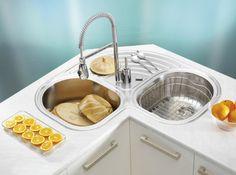 как правильно расположить мойку на угловой кухне