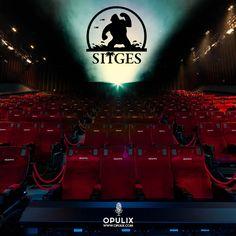 España se viste de terror con la 49º edición del Festival de Cine Fantástico y de terror de Sitges que este año han pasado por su alfombra roja reconocidos directores, productores y actores como Cristopher Walker que recibirá su premio honorífico a toda su trayectoria en el cine.