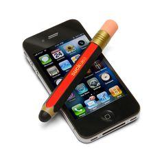 El Lápiz Touchscreen Stylus funciona perfectamente en teléfonos móviles u otros dispositivos con pantalla táctil. Es ideal para tabletas como el iPad. Está hecho de goma maciza. Es rígido. La punta es de un tipo de silicona que reproduce las características del dedo humano. De estética retro, mide 11,5 cm de alto y 1,5 cm de ancho. El Lápiz Touchscreen Stylus es perfecto como regalo para cualquier fanático de la tecnología. Son ideales como souvenirs originales. PRECIO: $120.
