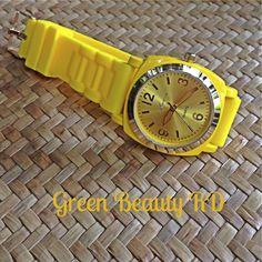 REL-0004 Reloj Amarillo con Esfera Dorada y Correa de Caucho, Acero Inoxidable, RD$900.00