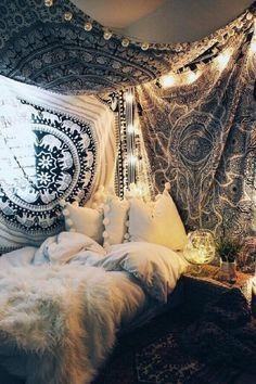decoração de parede de quarto hippie com tecido #decoracaodeparede #decoração #decorideas