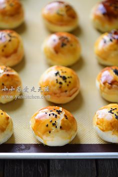 Flaky Asian Buns with Red Bean Paste and Salted Duck Egg Yolks — Yankitchen Blueberry Yogurt Popsicles, Coffee Popsicles, Asian Bread Recipe, Asian Buns, Chinese Moon Cake, Salted Egg Yolk, Red Bean Paste, Asian Grocery, Duck Eggs