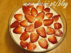 Uma forma muito deliciosa de aproveitar morangos! Muito simples de preparar. - Receita Sobremesa : Sobremesa rápida de morango de Docini