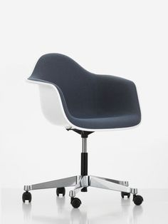 The Eames Plastic Armchair PACC comes with a five-star base on castors.