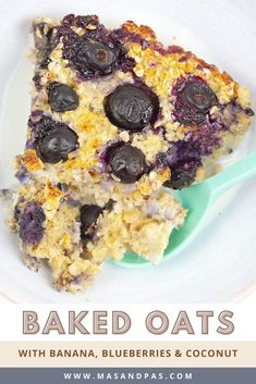 Make ahead breakfasts are life-savers on busy school mornings, and this healthy baked oatmeal will be your kids new favorite! Oats, banana, blueberries, and shredded coconut pack this oatmeal recipe with flavor, and your kids won't even know it's healthy and refined sugar free! Bake, cut into bars, and you'll be all set with a delicious, nutritious breakfast everyone will love. #healthybreakfast #bakedoatmeal #blueberrybanana #kidsbreakfast Healthy Crockpot Recipes, Healthy Meals For Kids, Healthy Baking, Gluten Free Recipes For Kids, Baby Food Recipes, Snack Recipes, Healthy Oatmeal Breakfast, Healthy Breakfast Recipes, Nutritious Breakfast