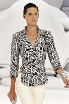 See the up-close photos from Chanel's Spring/Summer collection 2012.