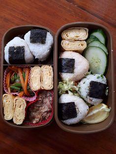 First time making onigiri. Japanese Bento Box, Japanese Food Art, Easy Japanese Recipes, Japanese Snacks, Japanese Candy, Asian Recipes, I Love Food, Good Food, Yummy Food