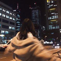 """♬ 이 제노 ♬ [ ᴏɴ ɢᴏɪɴɢ ] """"jangan harap lo bisa lepas dari gue! Night Aesthetic, City Aesthetic, Korean Aesthetic, Bad Girl Aesthetic, Aesthetic Photo, Aesthetic Pictures, Aesthetic Women, Ideas For Instagram Photos, Profile Pictures Instagram"""