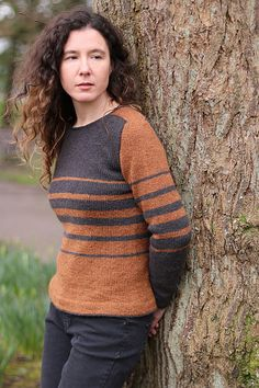 Create a flattering ombre colour effect with two yarns blending smoothly from one to the other. Sweater Knitting Patterns, Knit Sweaters, Mens Knit Sweater Pattern, Big Knit Blanket, Big Knits, Chunky Knits, Ombre Color, Color Effect, Cool Patterns