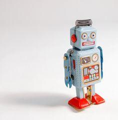 robot. omg i love him.