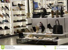 Esté es el interior de la zapateria. Se vende zapatos.
