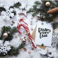 ♡Breakfast at Avery's♡ Christmas Flatlay, Christmas Mood, Merry Little Christmas, Noel Christmas, Christmas Wreaths, Christmas Decorations, Holiday Decor, Xmas, Christmas Aesthetic