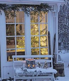 It's a beautiful world Cottage Christmas, Noel Christmas, Winter Christmas, All Things Christmas, Christmas Scenes, Winter House, Winter Garden, Vibeke Design, Winter Scenery
