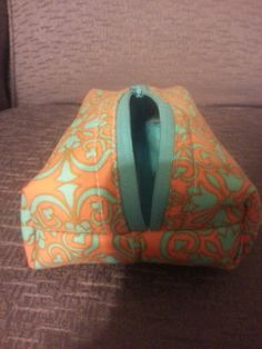 Boxy zippered bag! Easy sewing project!