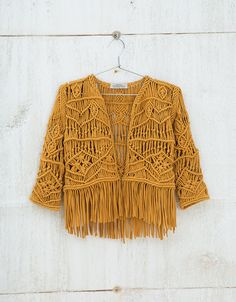 Discover this and many more items in Bershka with new products every week Macramé jacket. Discover this and many more items in Bershka with new products every week Macrame Design, Macrame Art, Macrame Projects, Micro Macrame, Macrame Jewelry, Macrame Patterns, Crochet Patterns, Crochet Clothes, Diy Clothes