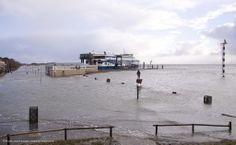 Op 5 en 6 december 2013 woedt er een storm die voor hoog water zorgt. Hoog water #Vlieland veerterminal (credits foto: Marijke Hesseling). #rederijdoeksen