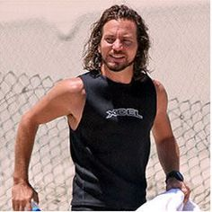Although it is a still, you can tell he is making one of the typical and much adored Eddie moves Ed Vedder, Pearl Jam Posters, Jeff Ament, Matt Cameron, Pearl Jam Eddie Vedder, Nikki Sixx, Chris Cornell, Rock Legends, Good Looking Men