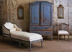 Wonderful shabby room with chaise. French Decor, French Country Decorating, Shabby Chic Homes, Shabby Chic Decor, Chabby Chic, Rustic Decor, Old World Decorating, Decorating Ideas, Decor Ideas