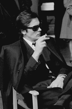 """Alain Delon on the set of """"Le Clan des Siciliens"""" by Henri Verneuil, 1969 Alain Delon, Le Clan Des Siciliens, Beautiful Men, Beautiful People, Ray Ban Outlet, Cheap Ray Ban Sunglasses, Sunglasses Sale, Actors, Romy Schneider"""