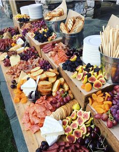 15 Delicious Wedding Food Station Ideas Your Guests Will Love outdoor we. - 15 Delicious Wedding Food Station Ideas Your Guests Will Love outdoor wedding food bar ideas - Outdoor Wedding Foods, Wedding Food Bars, Wedding Food Stations, Wedding Catering, Buffet Wedding, Wedding Food Displays, Wedding Snack Bar, Birthday Party Catering, Wedding Meals