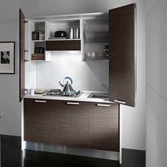 Cucine monoblocco e mini cucine salva spazio, ti permettono di arredare in modo innovativo ed esteticamente ineccepibile il tuo piccolo appartamento o per attrezzare nel tuo ufficio o studio uno spazio dedicato alla cucina. #cucina #kitchen #simoniarreda #interiordesign