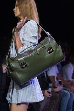 Brandon Maxwell at New York Fashion Week Spring 2020 - Details Runway Photos Boston Bag, Uk Fashion, Fashion Weeks, Best Bags, Green Shoes, Green Bag, Photos Du, Luxury Handbags, Shoe Bag