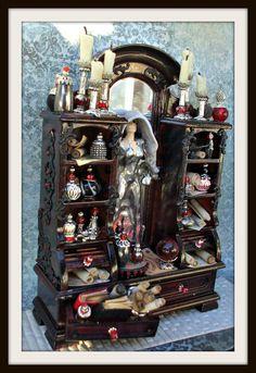 Miniatur Puppenhaus Hexe aus Spiegel gothic