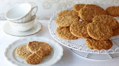 These super crunchy gluten-free oat biscuits are the perfect accompaniment to a cup of tea or an afternoon treat. Learn how to bake them at Tesco Real Food. Gluten Free Oats, Gluten Free Cooking, Gluten Free Recipes, Paleo Baking, Baking Recipes, Cookie Recipes, Oat Biscuit Recipe, Flake Recipes, Gluten Free Biscuits