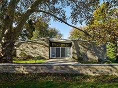 Gladwyne, Pennsylvania The complete interior and exterior renovation and restoration of a midcentury modern residence designed by Vincent G. White Gravel, Aluminium Sliding Doors, Slate Hearth, Roof Edge, Landscape Walls, Fireplace Surrounds, Love Home, Open Plan Living, Mid Century House