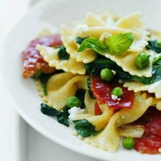 Farfalle with Spinach and Peas  https://www.facebook.com/photo.php?fbid=496996503711018=a.277150055695665.66333.127558903988115=1