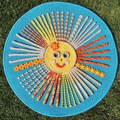 """Senzomotorický kobereček ke stimulaci chodidel dítěte. Podkladem je kvalitní kobereček se spodní protiskluzovou vrstvou, který je pokryt bavlněnou kroucenou šňůrou, vlnou, dřevěnými korálky a jinými dřevěnými prvky, plstěnými kytičkami a knoflíčky. """"Hlava"""" sluníčka je z bambusového kola. Barefoot, Beach Mat, Outdoor Blanket"""