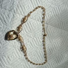 Vintage necklace This is a vintage gold color and pearl necklace Jewelry Necklaces