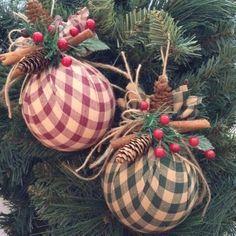 """1,432 curtidas, 8 comentários - Revista Artesanato (@revistaartesanato) no Instagram: """"Inspire-se nessas dicas de #decoração para o Natal ❣️ Para mais dicas e passo a passo, acesse:…"""""""