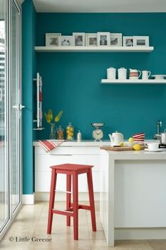 the little greene paint compagny couleur bleu canton 94 tagres blanches - Cuisine Mur Bleu Turquoise