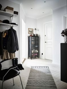 Black & White Done Right in this Stockholm Apartment | Rue
