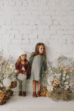 These little girl outfits are perfect inspiration for fall photos. Kids Fashion Boy, Girl Fashion, Toddler Fashion, Fashion Spring, Fashion Photo, Fashion Outfits, Cute Kids, Cute Babies, Kid Styles