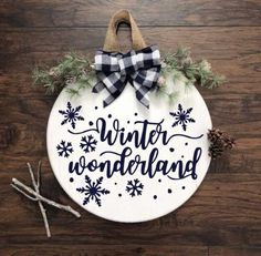 Christmas Wooden Signs, Christmas Front Doors, Merry Christmas Sign, Christmas Door Decorations, Christmas Fun, Winter Decorations, Christmas Door Hangers, Christmas Sayings, Christmas Crafts