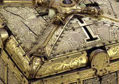 Elfenbeinkästchen, sogenannter Schmuckkasten der Hl. Kunigunde  Schonen, um 1000  25,0 cm  Inv.-Nr. MA 286 http://www.bayerisches-nationalmuseum.de/index.php?id=490_paintingdb_pi%5Bp%5D=2=6c2774069072b82e91bad628a9de869c