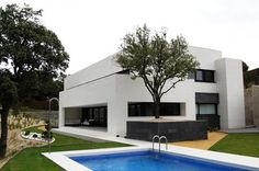 Vivienda Gago - a modern house in Spain. This architecture merges simple colours with elan. World Beautiful House, Beautiful Homes, Home Interior Design, Exterior Design, Modern House Design, Modern Houses, My Dream Home, Living Room Designs, Building A House