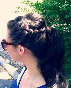 Relaxed pony tail with braided crown