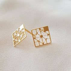 ✨Customised Pillar Bar Pendant ✨ Personalized Name Pendant Only at Mahiara. Cute Jewelry, Metal Jewelry, Jewelry Accessories, Square Earrings, Stud Earrings, Jewelry Design Drawing, Gold Earrings Designs, Necklace Designs, Geometric Jewelry