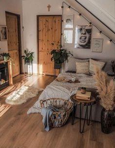 Room Ideas Bedroom, Home Bedroom, Bedroom Inspo, Bohemian Bedroom Decor, Bohemian Living, Small Room Bedroom, Small Rooms, Bohemian Style Rooms, Fall Bedroom