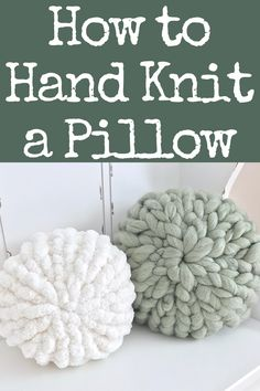 Learn how to hand knit a pillow! These pillows take less than 30 minutes to make, and they are super cute! # Hand Knitting How to Hand Knit a Pillow Hand Knit Blanket, Knit Pillow, Knitted Blankets, Chunky Blanket, Finger Knitting Blankets, Pillow Fabric, Quilted Pillow, Finger Knitting Projects, Yarn Projects