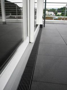 The use of drainage channels enables barrier-free access to terraces - Terasa - Balkon Terrace Tiles, Terrace Floor, Concrete Patios, Landscape Design, Garden Design, Drainage Channel, Terrasse Design, Balcony Railing Design, Sliding Door Track