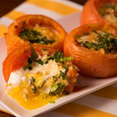 whats good to eat: Tomates Rellenos Veggie Recipes, Mexican Food Recipes, Real Food Recipes, Vegetarian Recipes, Cooking Recipes, Healthy Recipes, Clean Eating, Healthy Eating, Food Videos